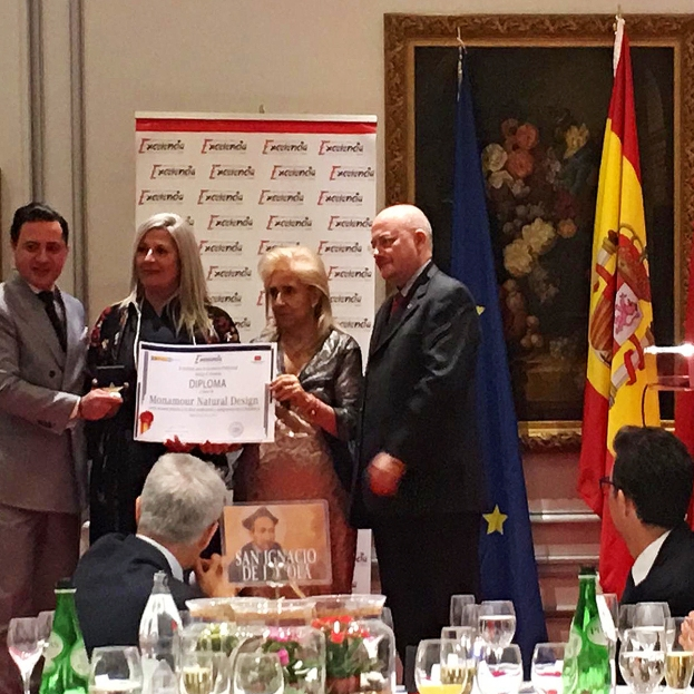 RECIBIENDOELPREMIO1